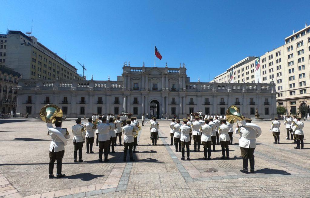 A-Troca-de-Guarda-em-La-Moneda-Santiago-Chile-2